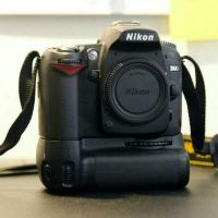 Nikon d90 with battery grip