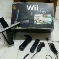wii with 4 hands and 2 cd