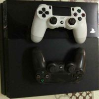 PlayStation 4 + 2 controllers