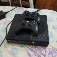 Xbox 360 and 2 control