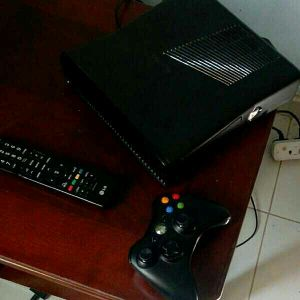 Xbox 360 s with Kinect and games for sal