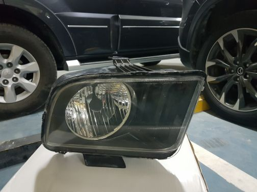 mustang 2008 front right headlight