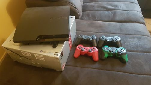 ps3 + 21 games + 5 controllers