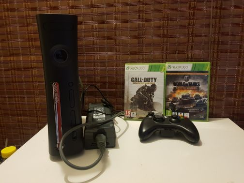 Xbox 360 4g charger  2 game 1 controller