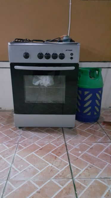 Gas cooker and cylinder