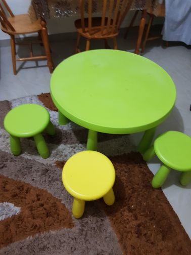 kids table with 3 chairs
