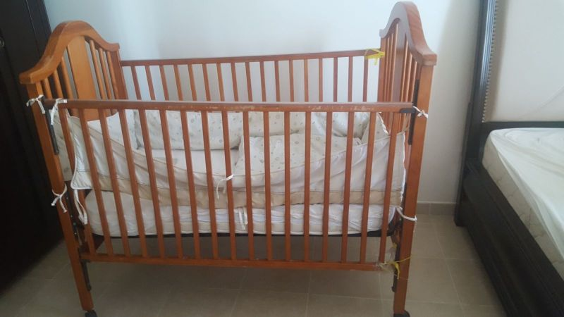 baby bed with mattress and blanket
