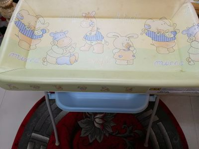 changing foldable table