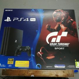 PS4 Pro + 5 games