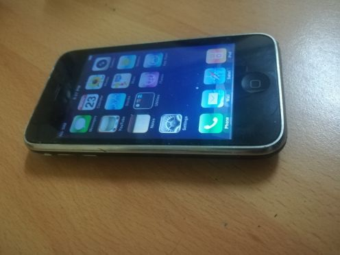swap sale I phone 3g  8gb black with cha