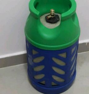 2 gas cylinder with one regulator n pipe