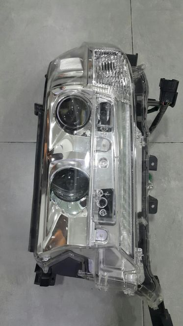 Front Light Land Cruiser GXR 2018 Genuin