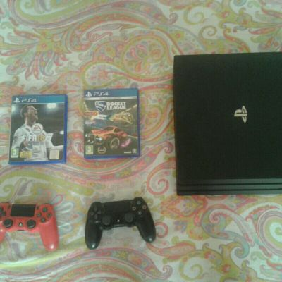 Ps4 for sale with 2 CD and 2 Controllers