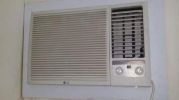 WINDOW AC FOR SALE PLEASE CALL ME 7472 1