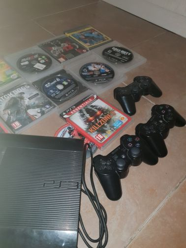 ps3 with 14 games and 3 controllers