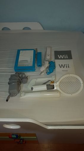 wii 4 sale with additional accessories