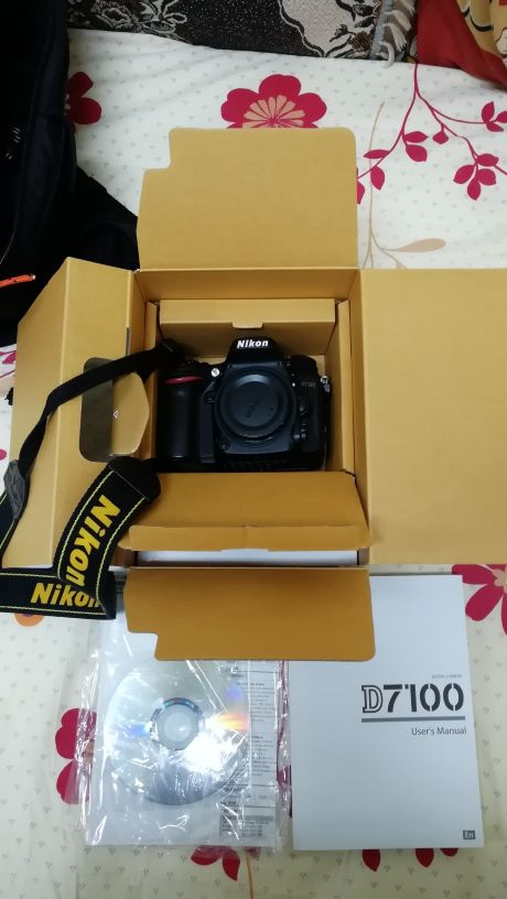 Nikon D7100 DSLR Professional camera
