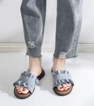 Flat shoes with jeans fabric