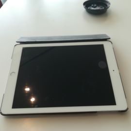 Apple ipad 32 GB silver with covers