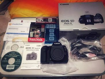 Canon 5d Mark IV Almost New