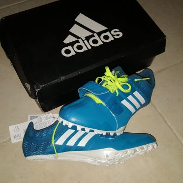 Track and field sprint spike shoes