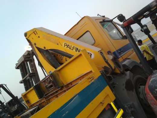 boom crane with breakdown for sale