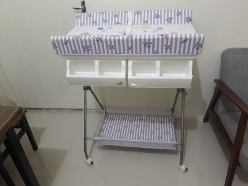 Bathtub with changing table