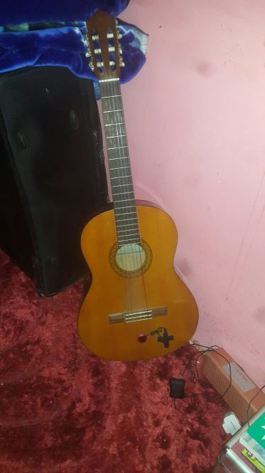 guitar yamaha c40 with spkr and mic