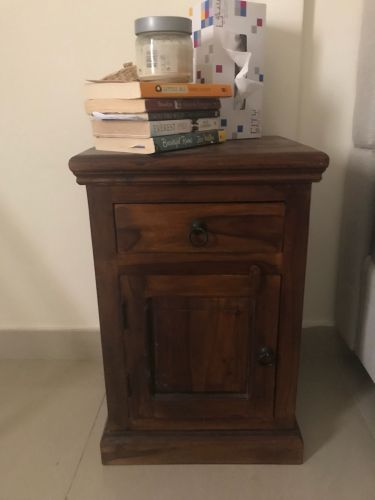 2 bedside tables