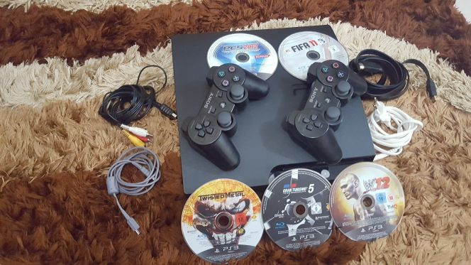 PS3 WITH 5 GAMES + 2 CONTROLLER