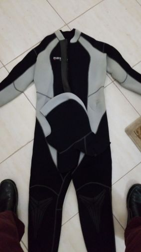 Mares Wetsuit size 5 and it is 5 mm