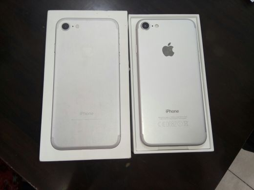 iPhone 7 256GB like new with box and cha