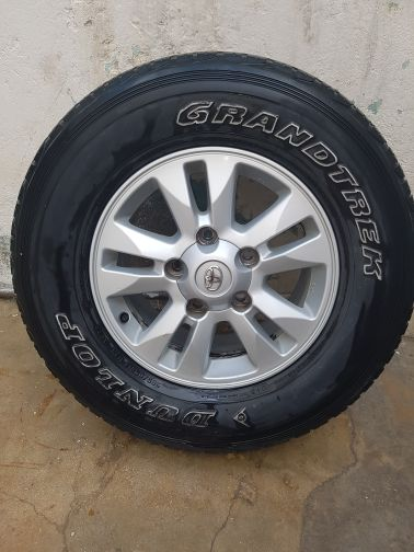 Toyota land cruiser4 rings with tyres