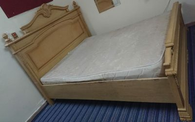 King size bed,Refrigerator, AC 1000Qr