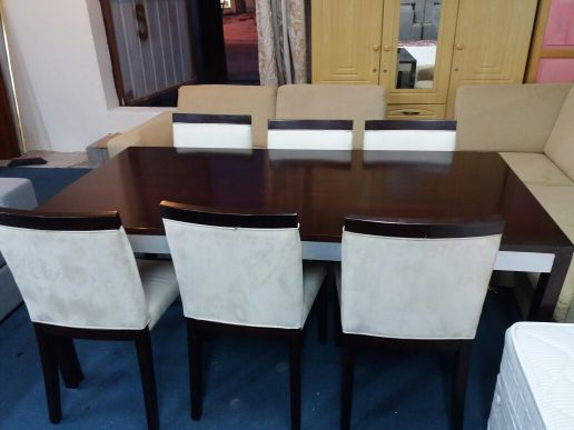 for sell dining table..50668575