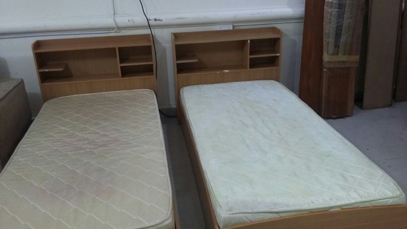 two single bed with mattress //