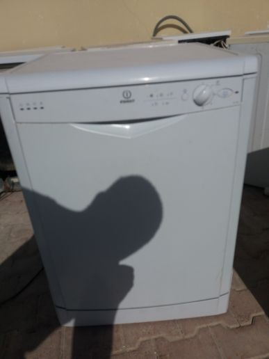 INDESIT dish washer