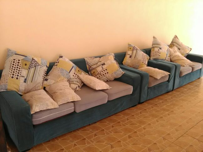 Sofa for sale good prise 800 QR