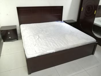 King size bed with mattress good conditi