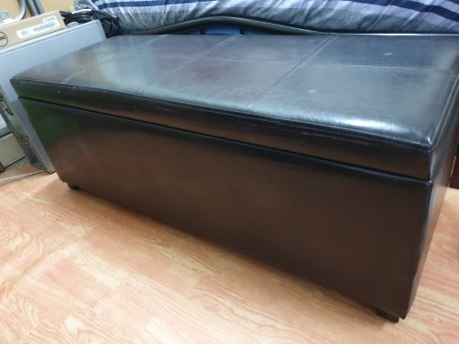 Seater with storage