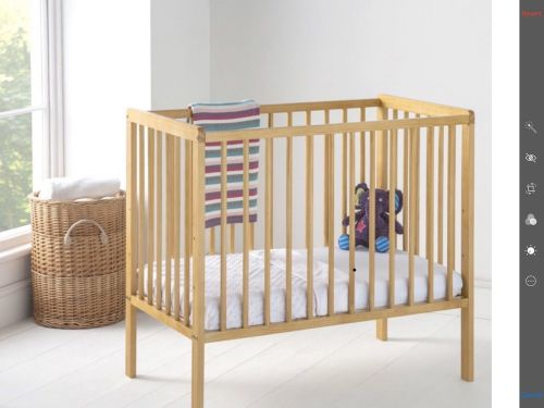 Baby crib with mattress as new