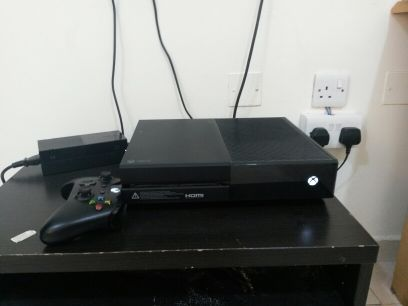 xbox 1 with kinect and 2 games for kinct