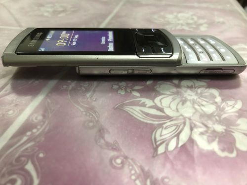 SAMSUNG OLD FONE FOR SALE