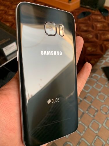 S7 edge with accessories