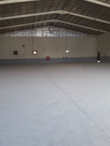 Store 700 m + 5 Room