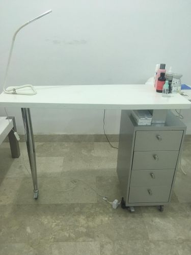 Quality  make up table