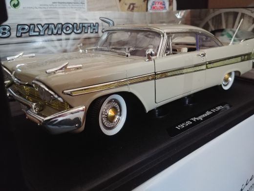 1:18 1958 plymouth model car
