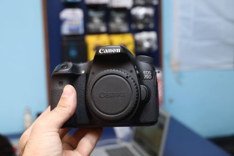 Canon 70d body only perfect condition