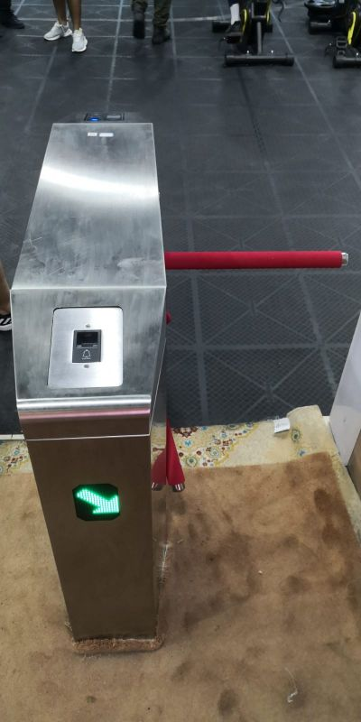 Motorized turnstile