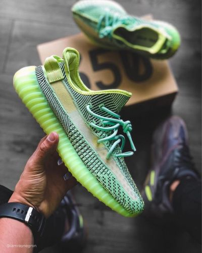 Yeezy Shoses